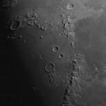 Поверхность Луны в телескоп