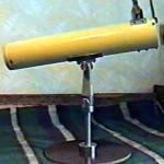 60-мм телескоп-рефлектор на подставке